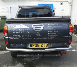 Fitted vinyl logogs